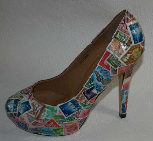 High Heels mit Briefmarken