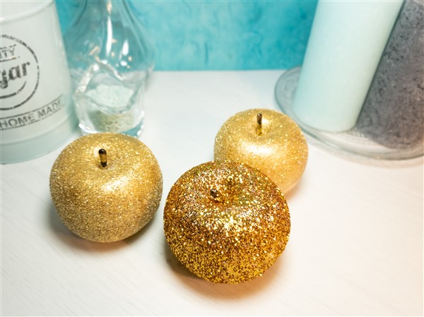 DIY Deko Glitteräpfel in Gold
