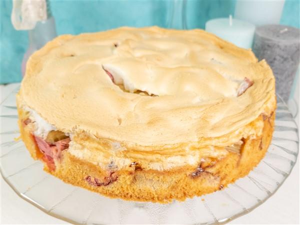 Gesundes Naschen: Rhabarber-Kuchen mit Dinkelmehl und ohne Zucker