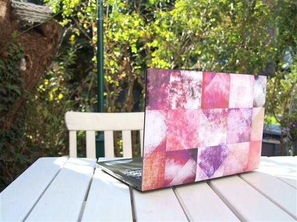 Laptop mit Klebefolie verschönern