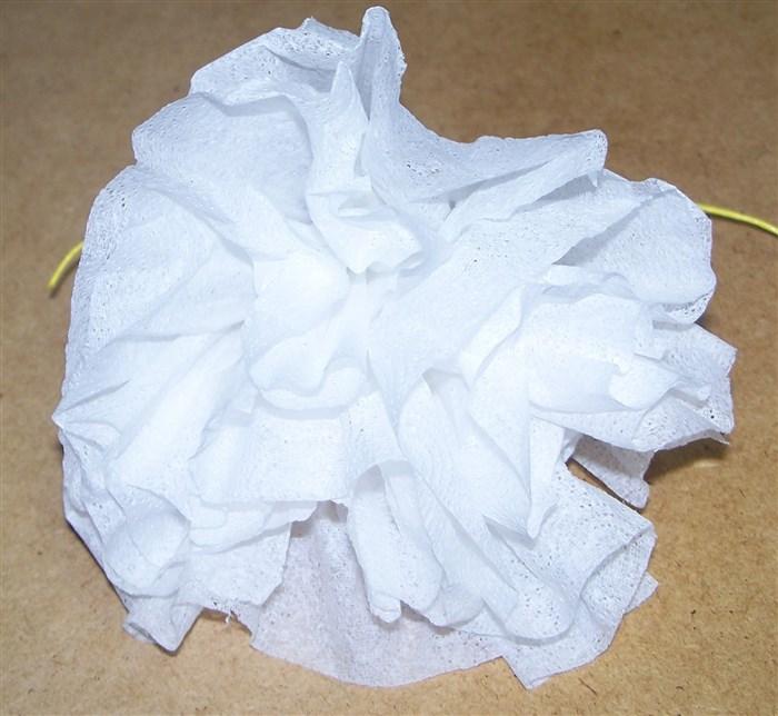 Blume aus Papiertaschentuch