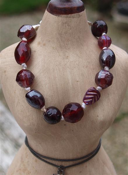 Perlenarmband mit einfachem Knoten