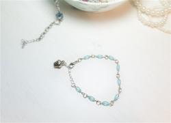 DIY Schmuck: Armband basteln mit Muffin-Anhänger und Perlen