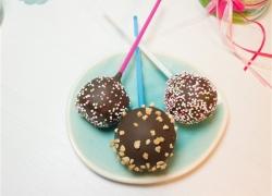 Cake Pops aus Biskuitboden