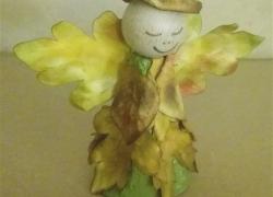 Fingerpuppe Herbstelfe aus Eierkarton