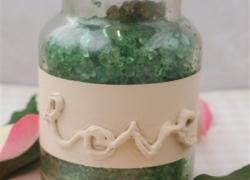 Gläser-Upcycling mit Relief-Schriftzug aus Heißkleber