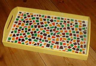 Tablett mit Mosaiksteinen aus Window Color