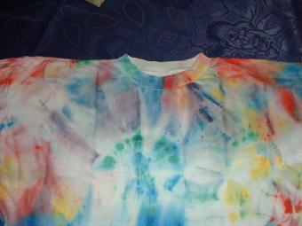 T-Shirt in falscher Batik