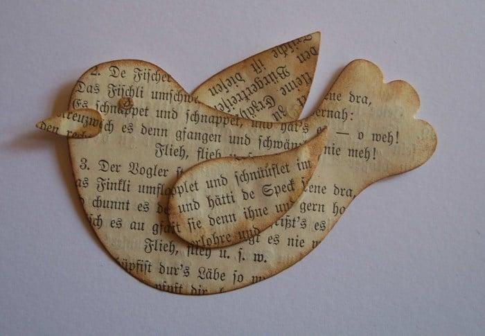 Vogel aus Buchseite