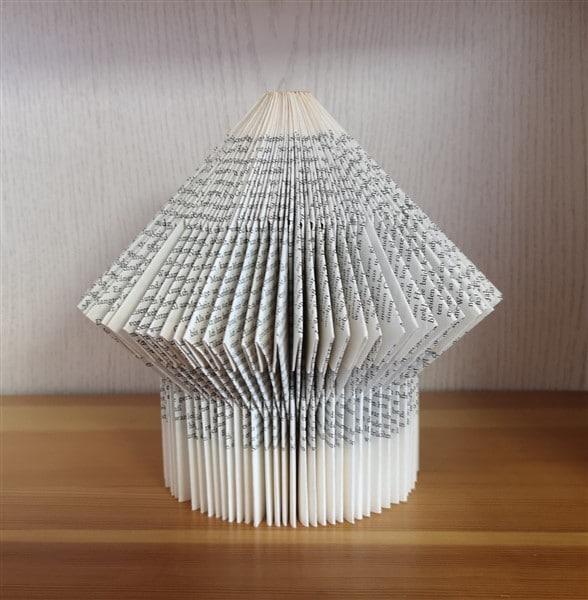 Vogelhaus aus einem Buch falten