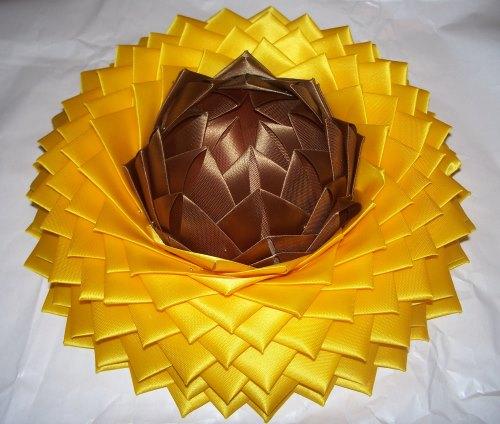 Blumen basteln in Artischockentechnik