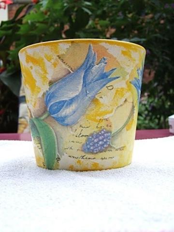 Blumentopf mit blauer Tulpe in Serviettentechnik