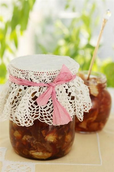 Apfel-Karamel-Marmelade im Glas