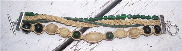 Vierreihiges Armband in Beige-Grün