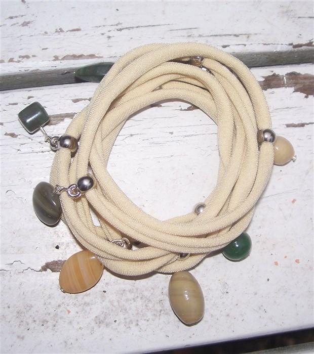Lycra-Armband und Ohrringe mit Ösen-Perlen