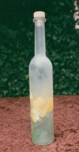 Glas- und Porzellanmalerei mit Frischhaltefolie und Pinselstiel