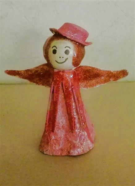 Cabaret-Engel aus Eierkarton