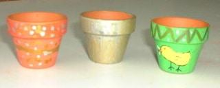 Eierbecher aus kleinen Tontöpfen