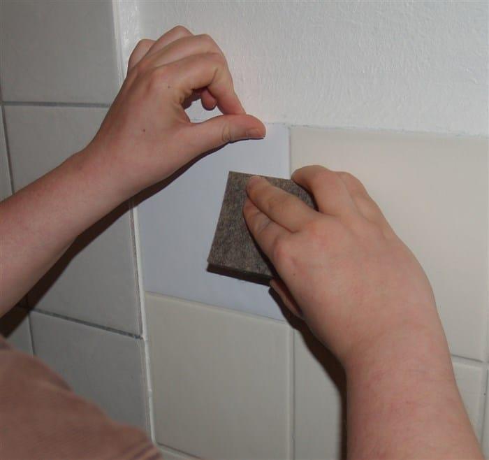 Badezimmer renovieren mit Fliesenaufklebern