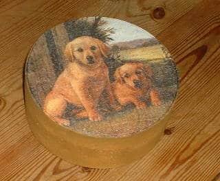 Rezepte für Hundefutter und eine Dose dafür