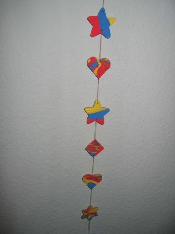 Fensterkette aus Fimo oder lufttrocknender Knetmasse