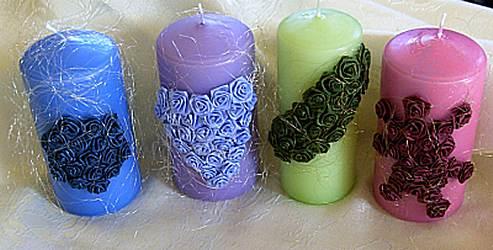 Kerzen mit Satinröschen