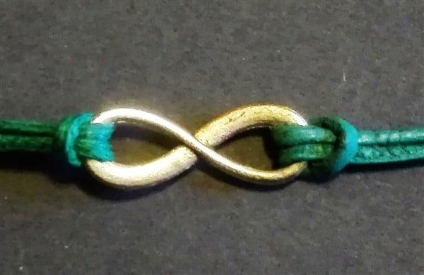 Knotenbefestigung bei der Schmuckgestaltung (Ankerstich)
