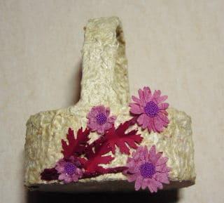 Blumenkörbchen mit Papierblumen