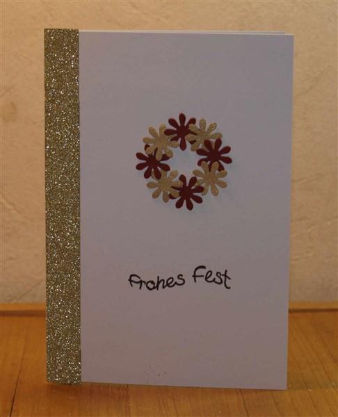 Weihnachtskarte mit Kranz aus Stanzteilen