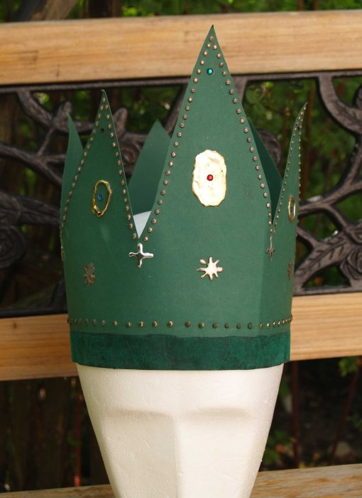 Krone aus Tonkarton