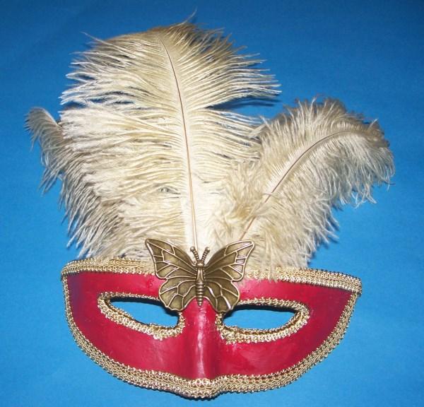 Masken aus Pappmaché schnell verziert