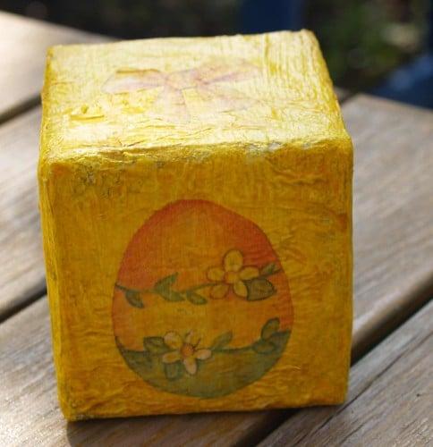 Osterwürfel aus Milchkartons