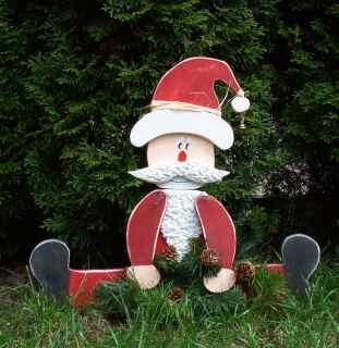 Laubsägefigur sitzender Weihnachtsmann