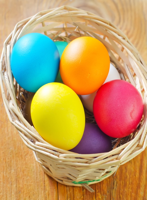 Ostereier färben - Nachbehandlung, Aufhängen und Resteverwertung