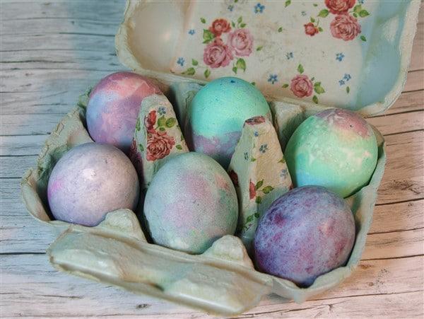 Ostereier: Eier färben mit Reis und Küchenpapier