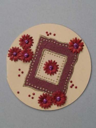 Runde Karte mit PunchArt-Blüten