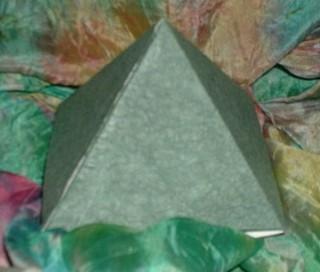 Pyramidenschachtel mit Bastelvorlage