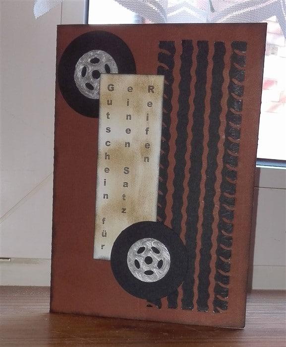 Zwei Gutscheinkarten für einen Satz Reifen
