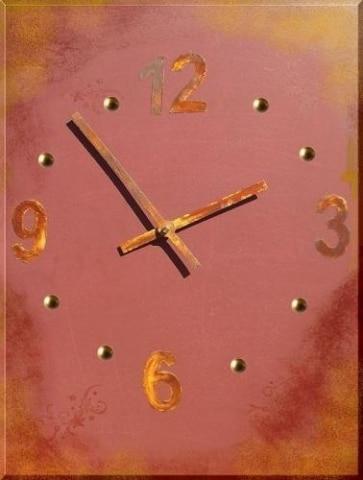 Vintage Uhr mit rostigen Zeigern und Ziffern