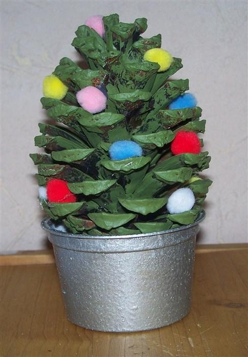 Weihnachtsbäumchen aus Zapfen