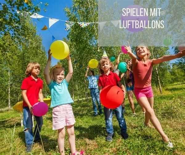 Spielen mit Luftballons