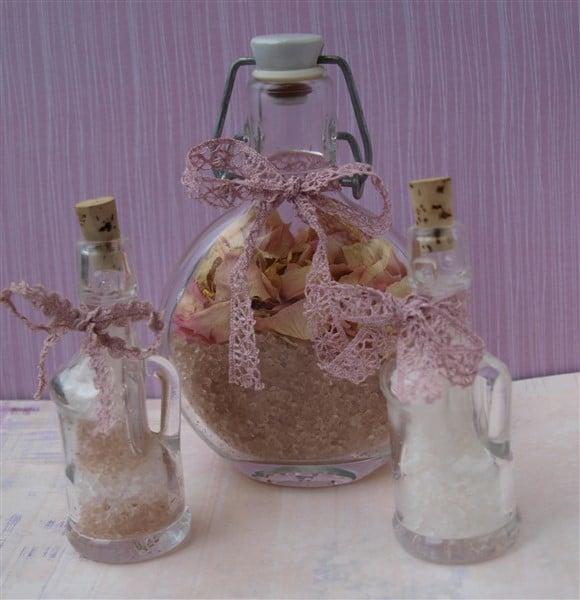DIY-Badesalz mit getrockneten Rosen