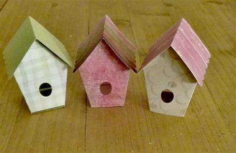Mini-Vogelhäuschen aus Scrapbookingpapier
