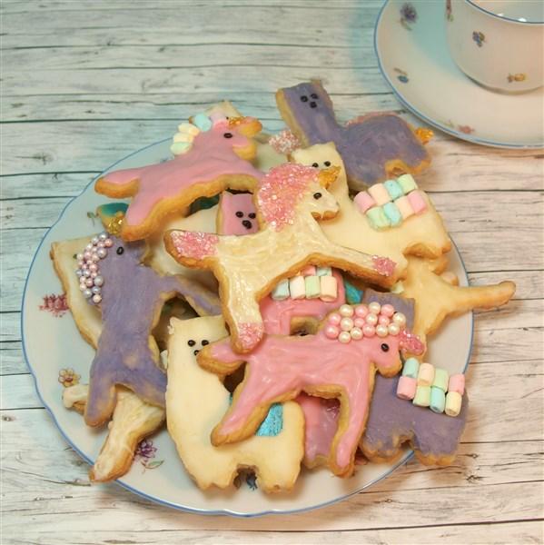 Einhorn- und Lama-Kekse