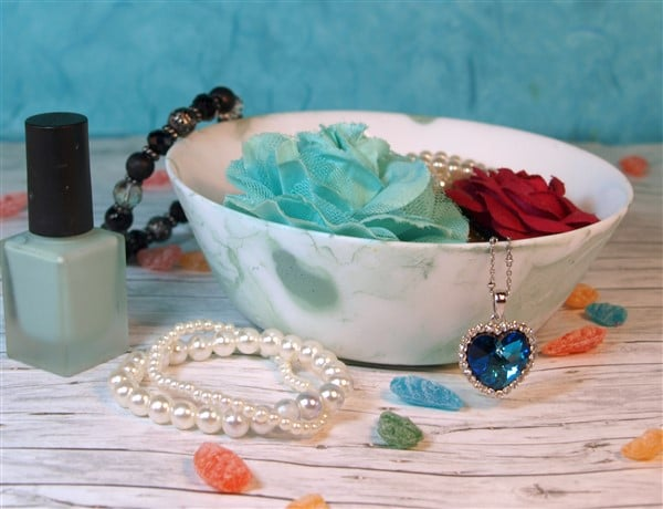 Schmuckschälchen mit Nagellack marmorieren