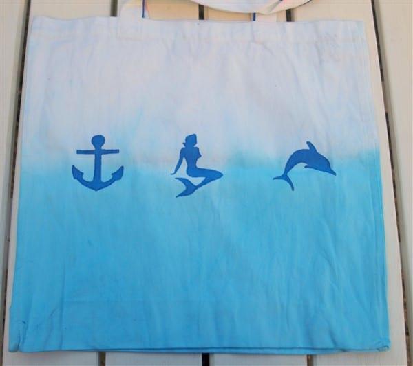 Edding Textilmarker und Textilstifte in blau auf Tasche in Dip Dye testen