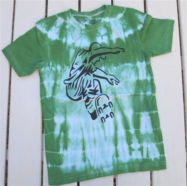 T-Shirt upcycling mit schwarzem Edding Textilmarker
