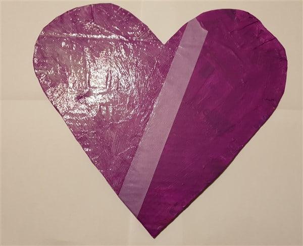 Valentinstagsdeko aus Pompons und Glitzer