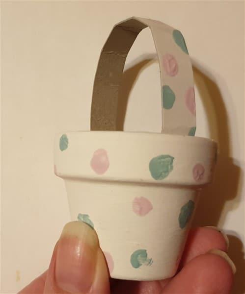 Mini-Osternest aus Tontöpfen selber machen