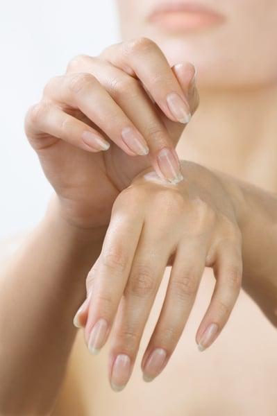 Salz- und Zuckerpeeling gegen raue Hände und Hornhaut